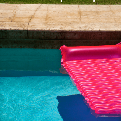 5 Ways to Relax by the Pool