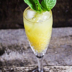 Mint Pinot Grigio Wine Cocktail