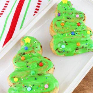 Christmas Tree Cinnamon Rolls | Easy Christmas Breakfast Ideas