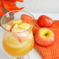 Caramel Apple Sangria: Fall Cocktail Recipe