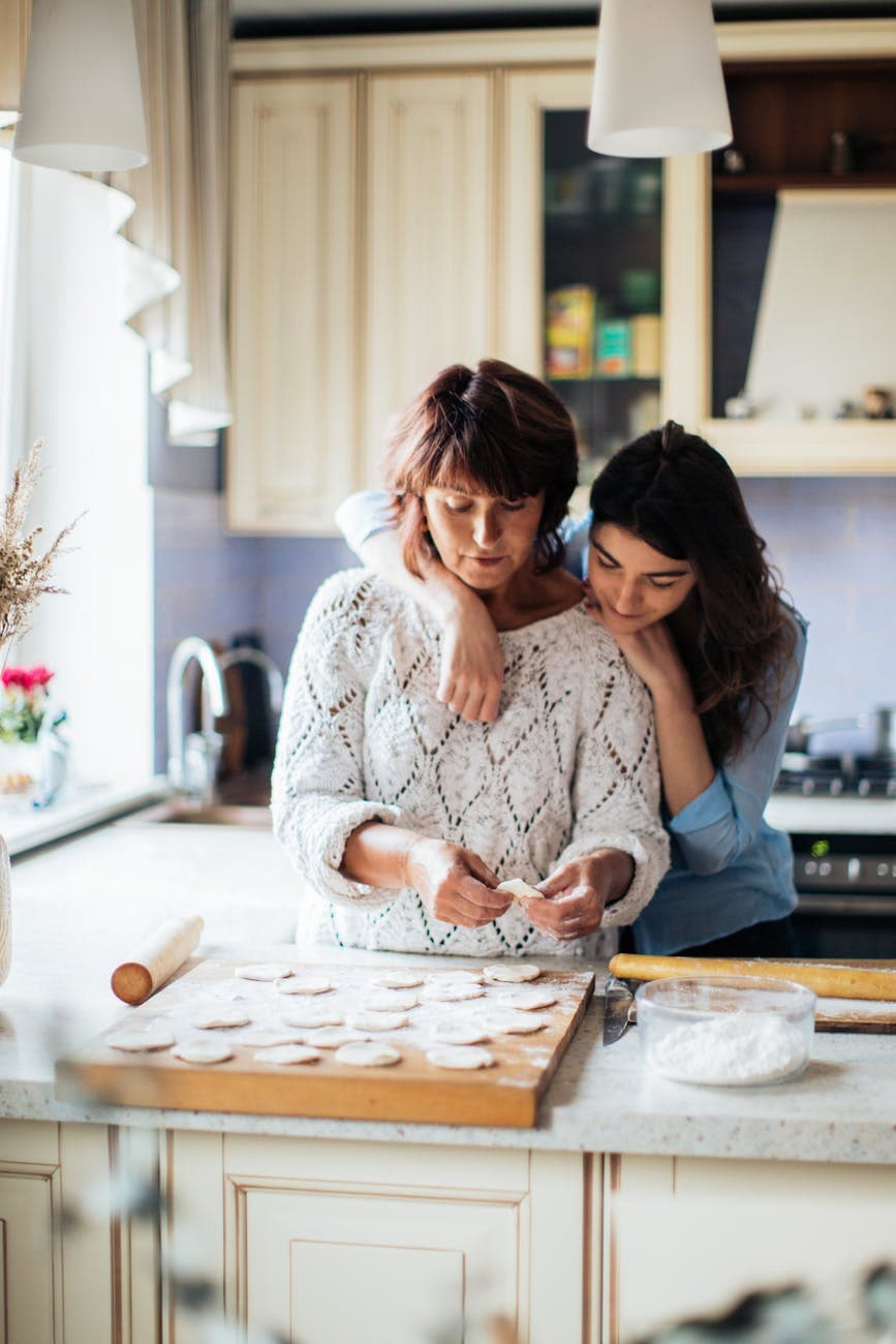 Make A Home Comfortable For Your Aging Parents With These 7 Tips