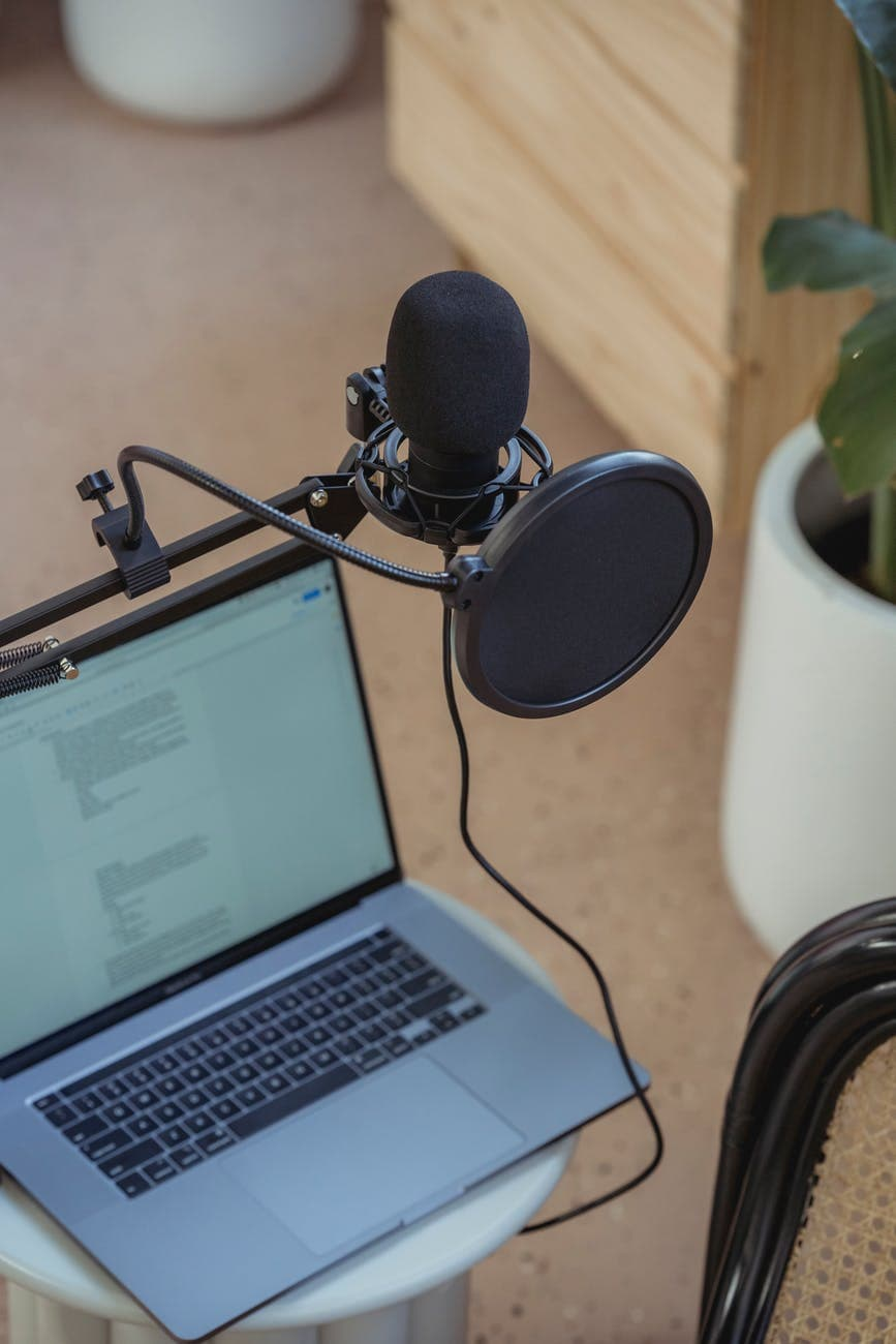 Podcasting For Beginners: How To Start A Podcast On A Low Budget