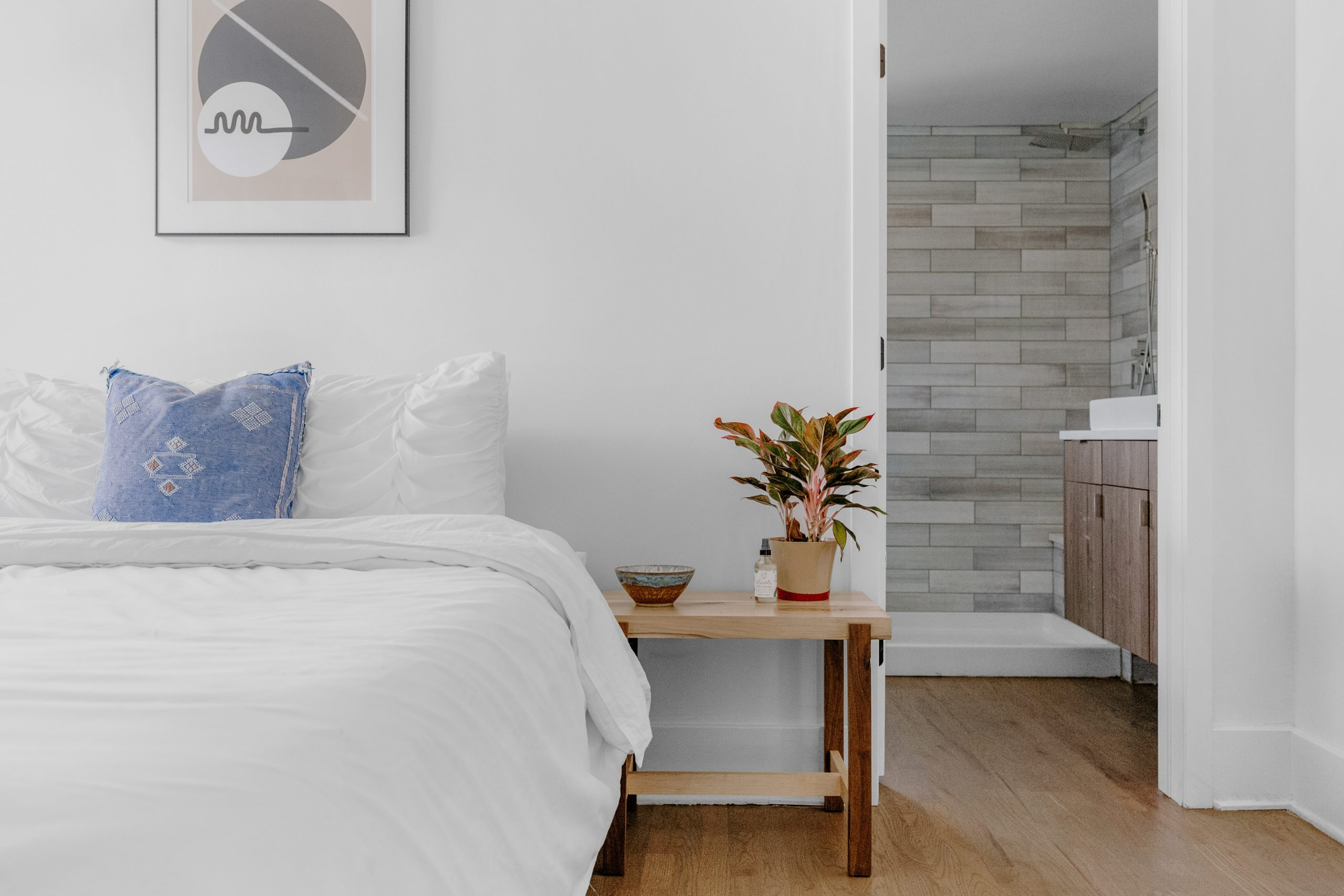 5 Easy Ways to Create Space in Your Bedroom
